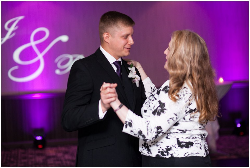 Omaha_Wedding_Doubletree_RobertJeanette55.jpg