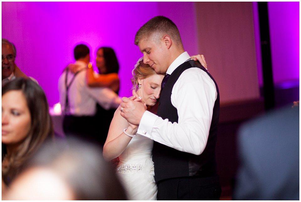 Omaha_Wedding_Doubletree_RobertJeanette67.jpg